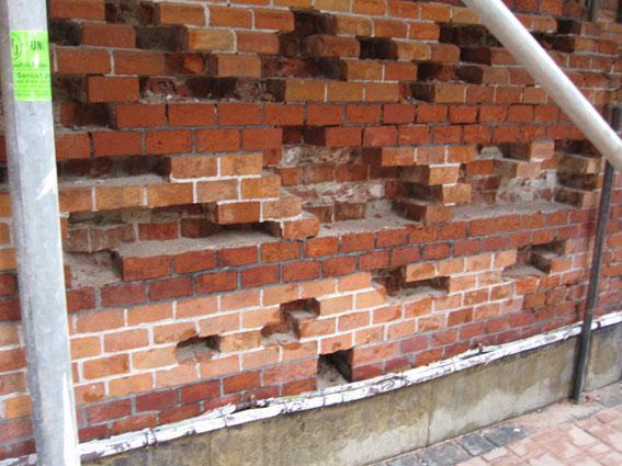 Ziegelfassaden waren durch Umwelteinflüsse stark in Mitleidenschaft gezogen.