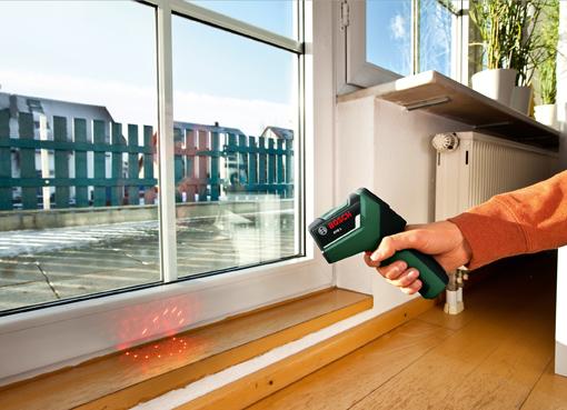 Thermodetektor PTD 1 von Bosch zeigt zuverlässig Wärmebrücken und schimmelgefährdete Stellen an