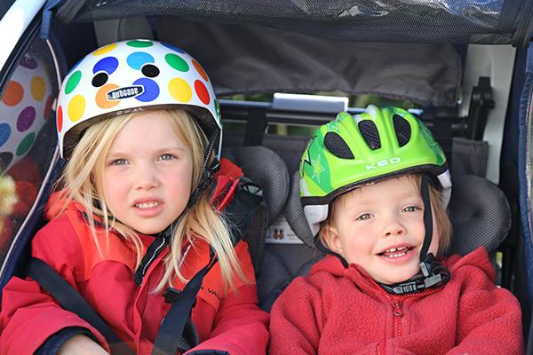 Der Fahrradanhänger ist eine Gefahr für Ihre Kinder