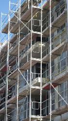 Höheres Einbruchsrisiko: Gerüstaufbau am Haus der Versicherung melden